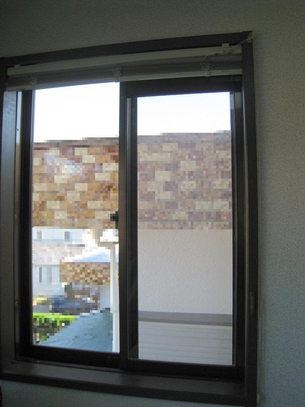 一戸建ての窓ガラスに飛散防止&紫外線カット透明フィルムの施工後