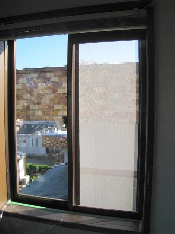 一戸建ての窓ガラスに飛散防止&紫外線カット透明フィルムの施工前