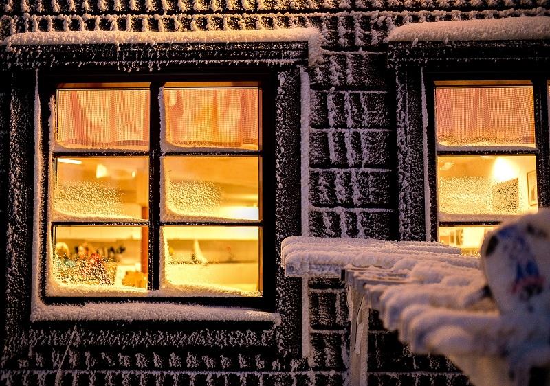 窓ガラスフィルムで冬の断熱対策-暖房効率UP