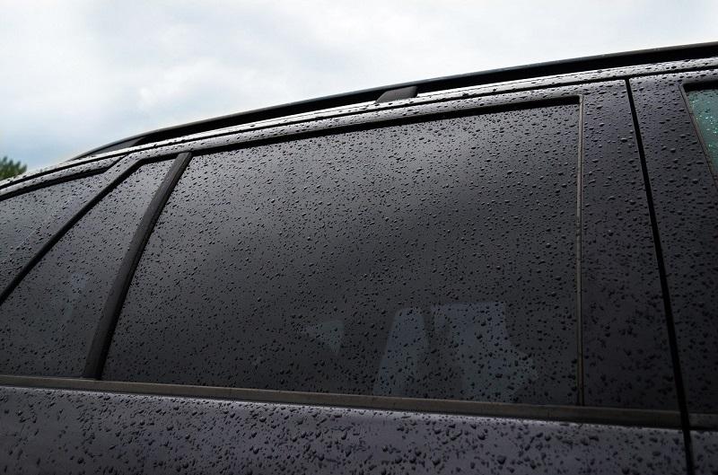 自動車のスモークガラス/プライバシーガラス