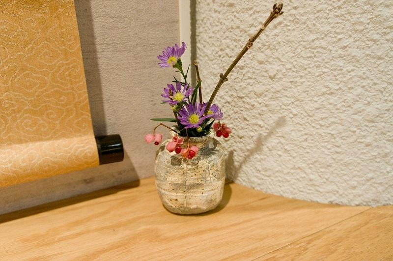 掛け軸と花瓶