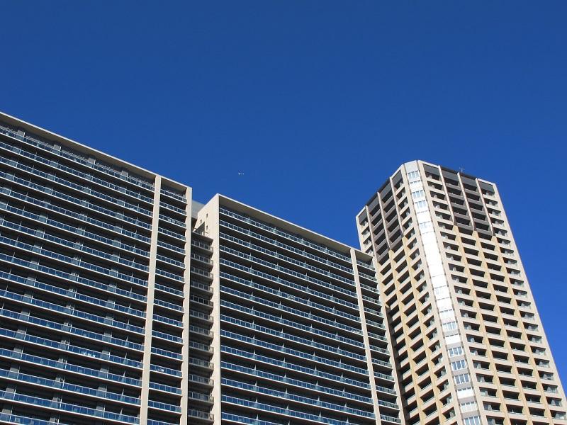 タワーマンションの夏の暑さ対策、遮熱ガラスフィルムの施工