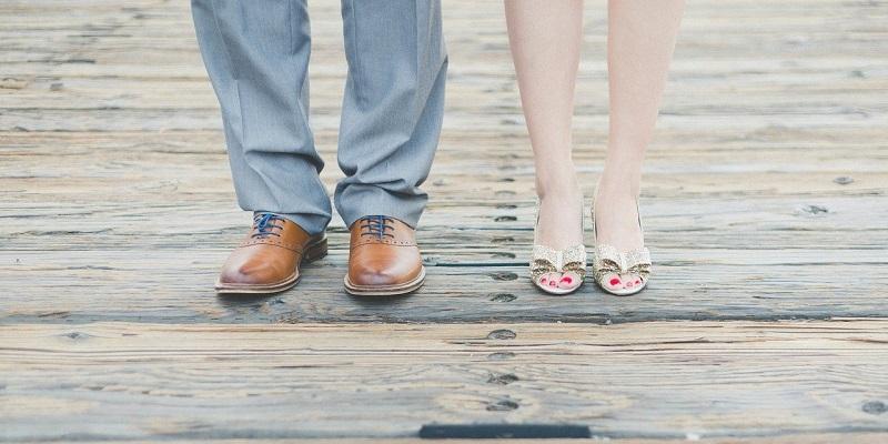 男性と女性の足/美白マニア、美肌マニア
