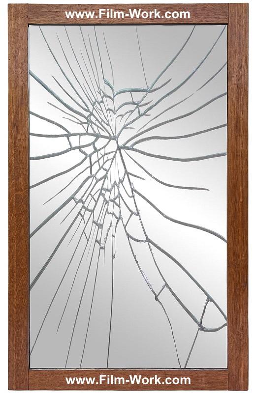 割れたスタンドミラー、姿見、全身鏡