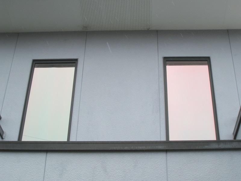 木造一戸建て住宅、吹き抜け2FのFIX窓ガラスに遮熱断熱フィルムRSP35LEを施工