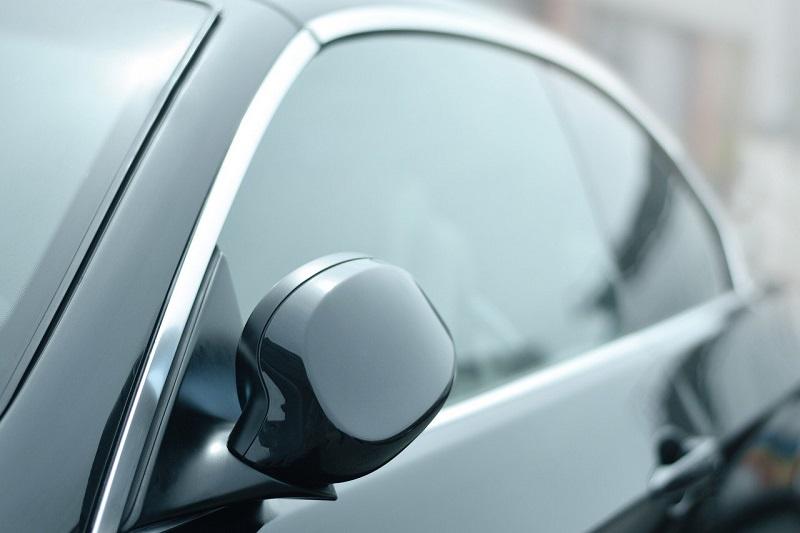 自動車のドアガラス