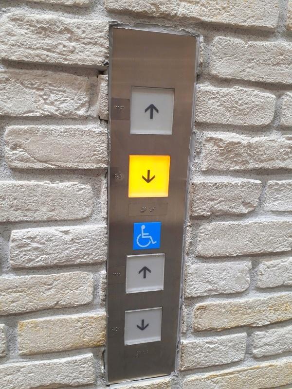 エレベーターボタンにリケガードリベックス®抗ウイルス抗菌フィルムの施工でウイルス対策
