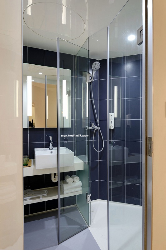 ガラス張りの浴室,お風呂にガラスフィルム施工